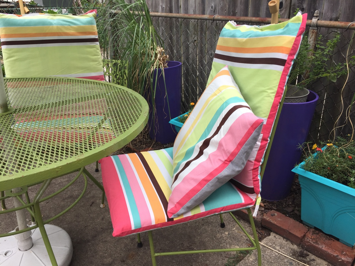Weekend DIY Turn An Old Shower Curtain Into Super Cute Patio Furniture